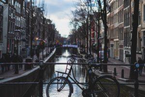 Verlenging lockdown duwt Nederlandse economie in recessie