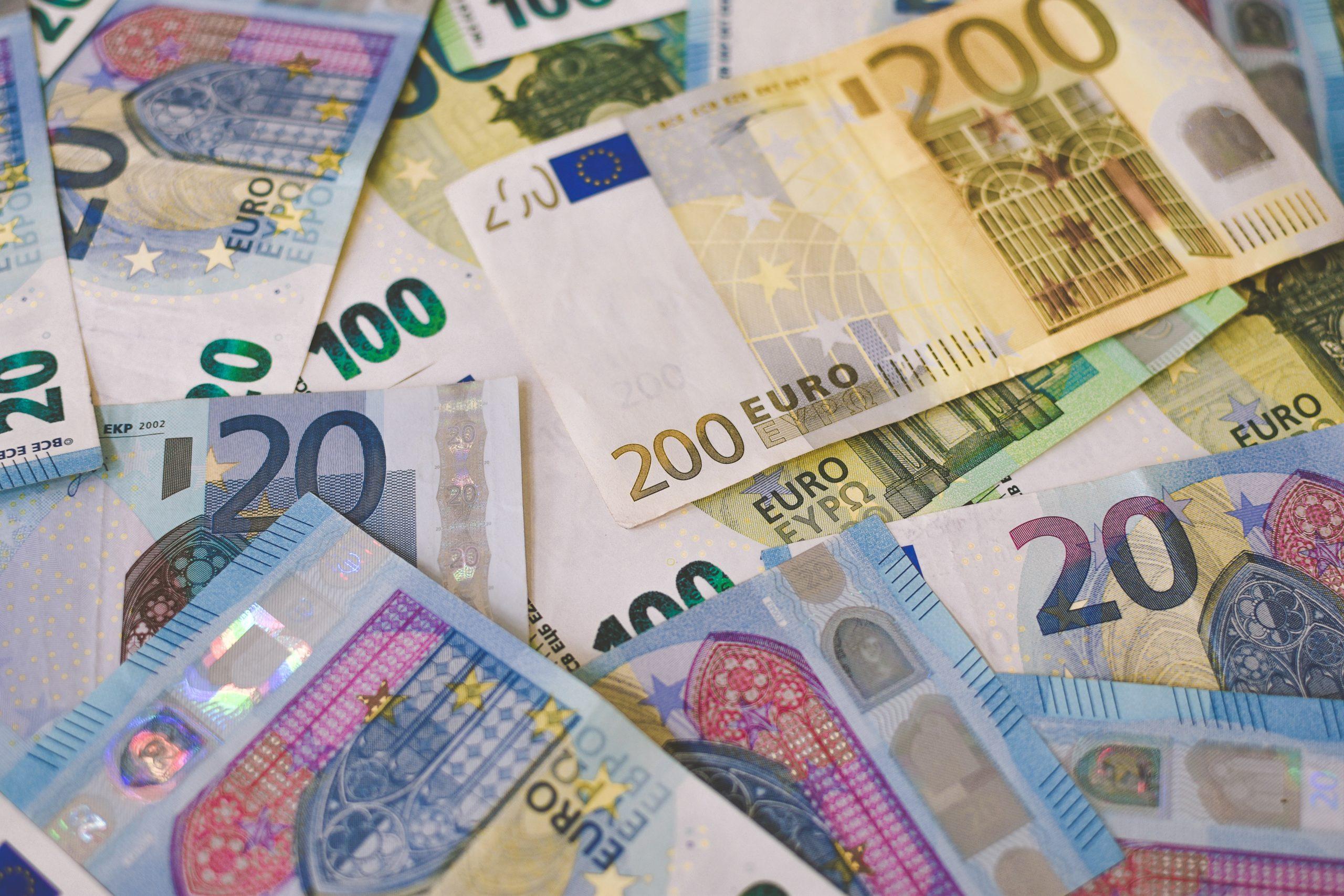 'Banken mogen geen kosten rekenen voor contant geld'